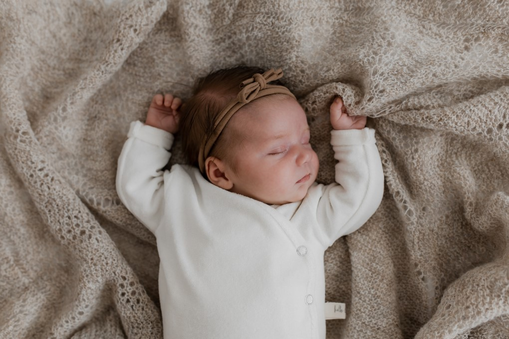 Newbornshoot – badstof overslagshirt – overslag – shirtje – ecru – Hello little you 2